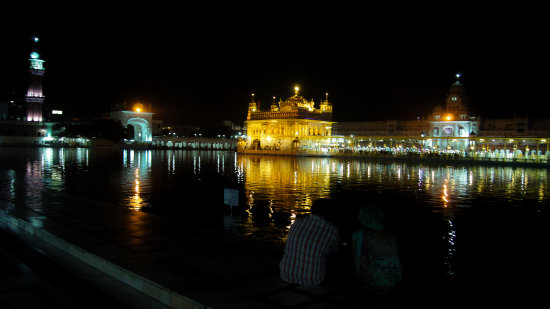 golden temple early in the morning