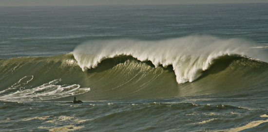 mavericks 2010 half moon bay california huge waves