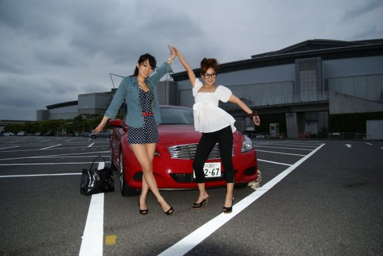models pose car skyline g37 girls japanese