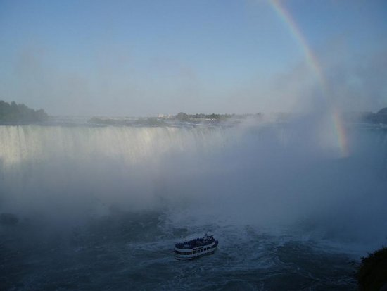niagara falls the rainbow boat waterfall