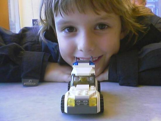 Montello bought a Lego car in the Bijenkorf