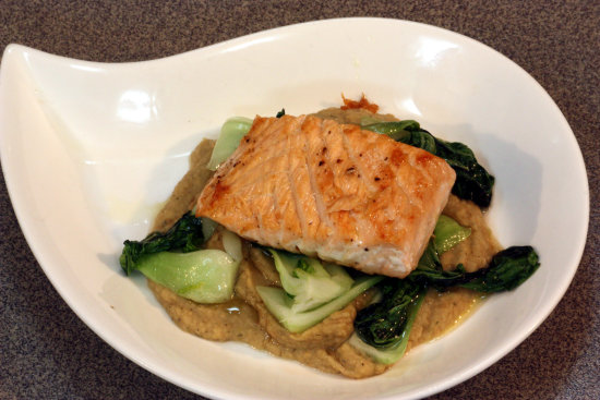 Salmon, chickpea purée and stir fried Chinese greens (小白菜)