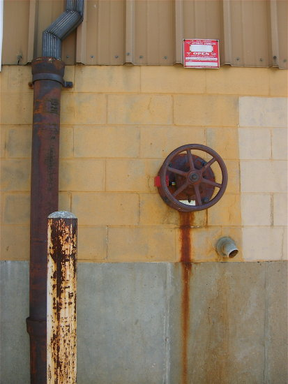 wall pipe rust