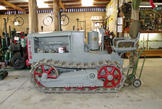 museum caterpillar restored tractor information pinjarra wa littleollie