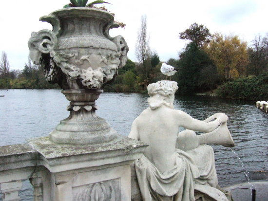 kensington gardens london serpentine