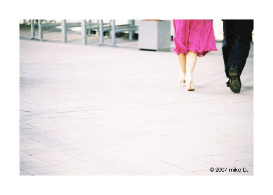 london couple walking in docklands