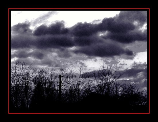 just some gray clouds ....  ... and some wires, especially for Kurt !!!!! :-))