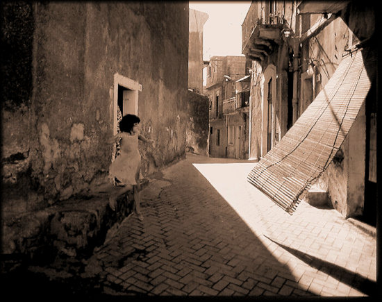 Sicily backstreets child candid