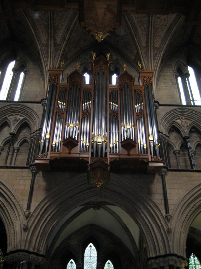 3. The new pipe organ looks splendid!