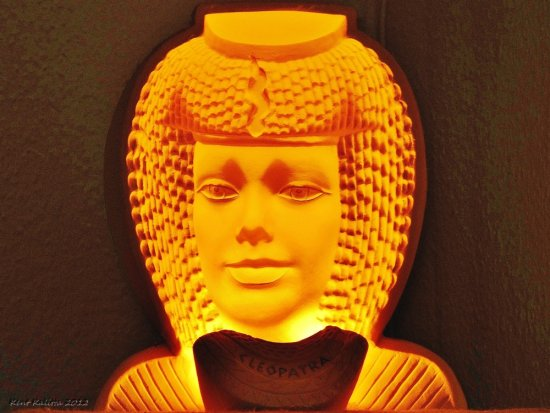 Cleopatra Light 3 D Plaster Figure Sand