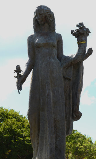 zuiderdam cruise willemstad curacao goddess sculpture statue