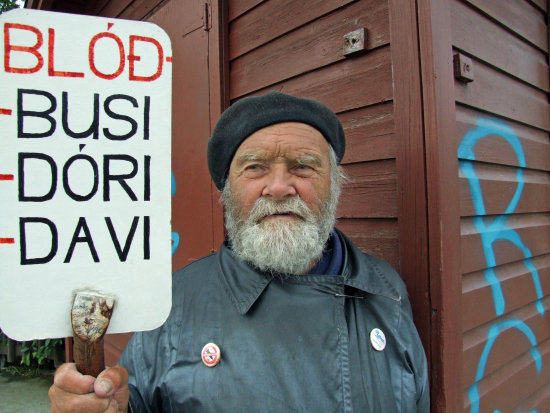 old man protesting protest human Iceland konni27 age people