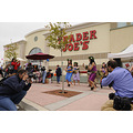 maniacmom shooting the rs photog at trader joes grand opening