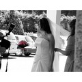 bride wedings white black flowers photography