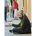 mujer women gente people calle street hand homeless retrato portrait